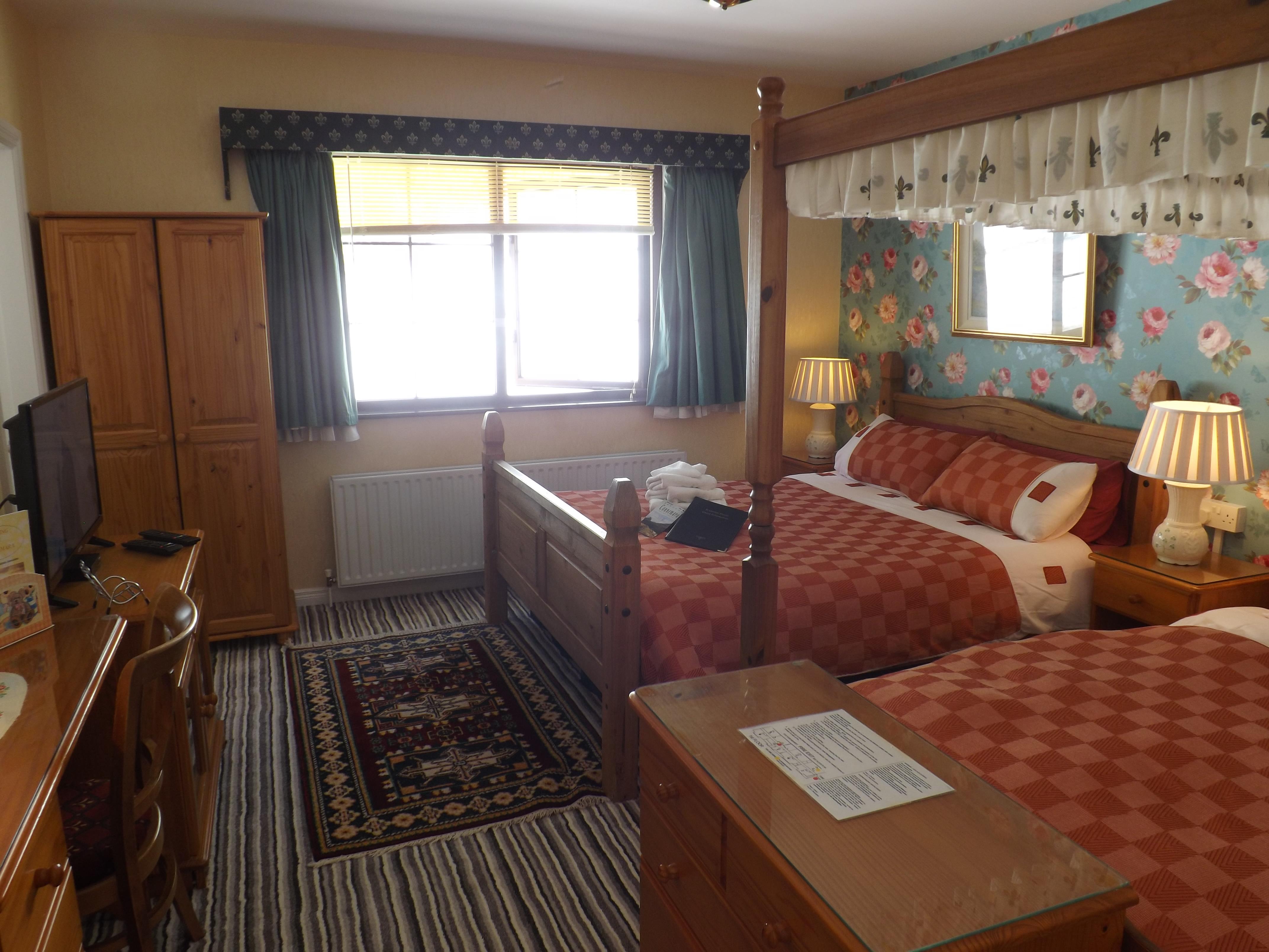 Queen Twin bedded room